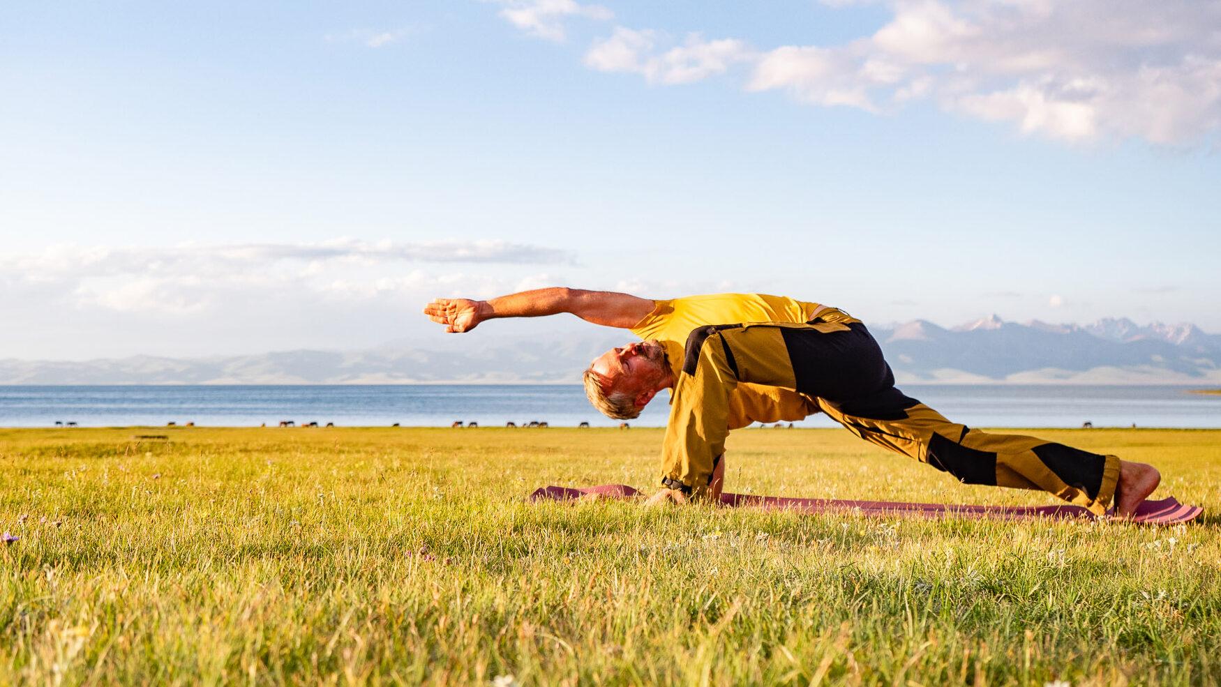 golden yoga dresden ramadhuta parivritta utthan pristhasana online yoga im yogastudio
