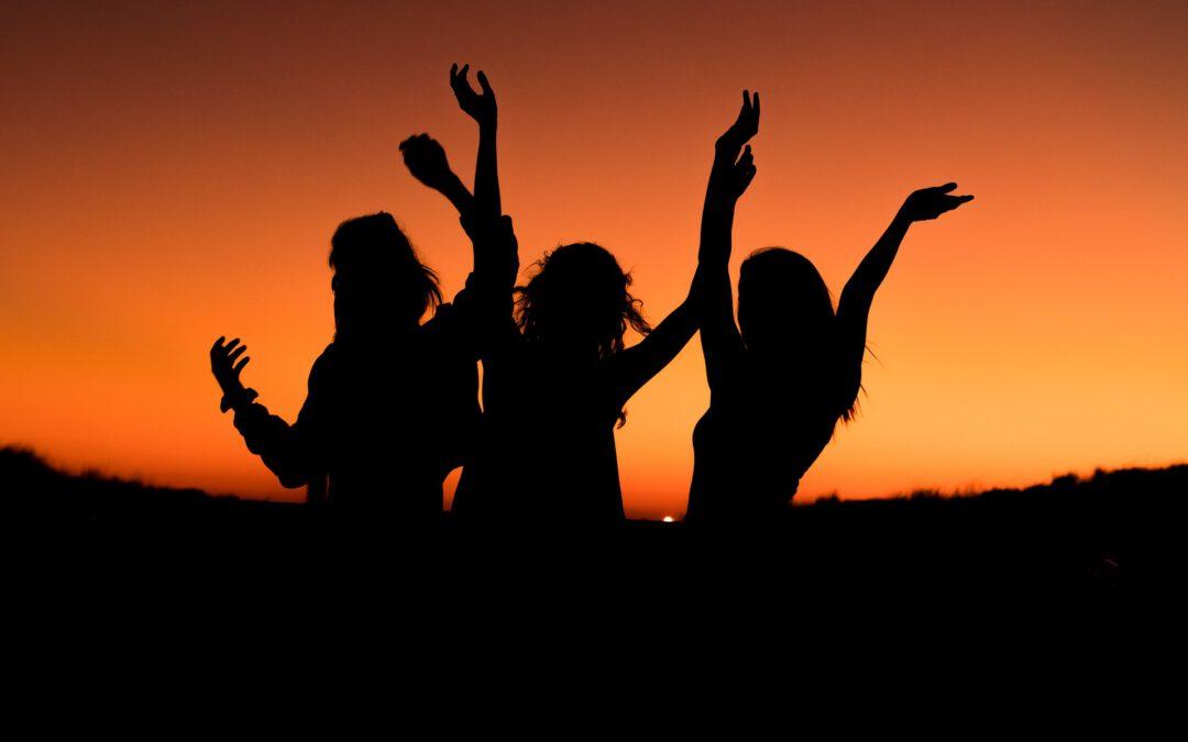 Lass los und tanz Dich – ins freie Tanzen geführt von Yvonne & Clarissa